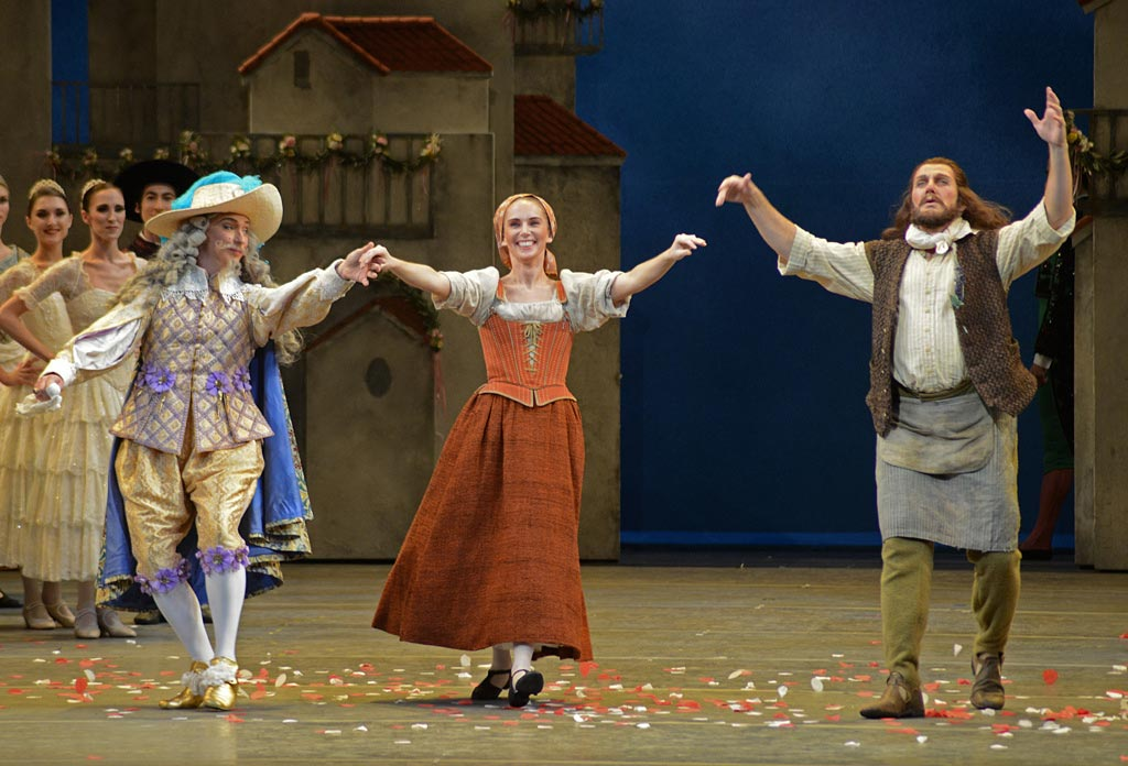 Bennet Gartside, Kristen McNally and Gary Avis after the premiere of <I>Don Quixote</I>.<br />© Dave Morgan, by kind permission of the Royal Opera House. (Click image for larger version)