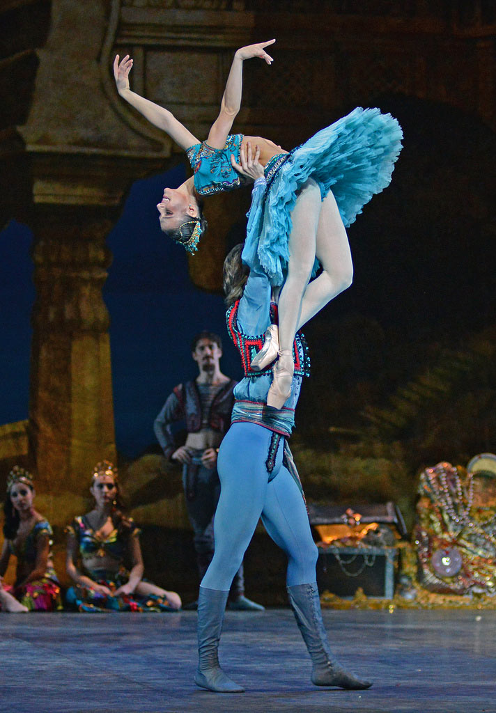 Alina Cojocaru and Vadim Muntagirov in <I>Le Corsaire</I>.<br />© Dave Morgan. (Click image for larger version)