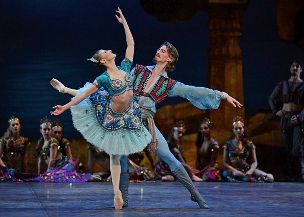 Alina Cojocaru and Vadim Muntagirov in Le Corsaire.© Dave Morgan. (Click image for larger version)