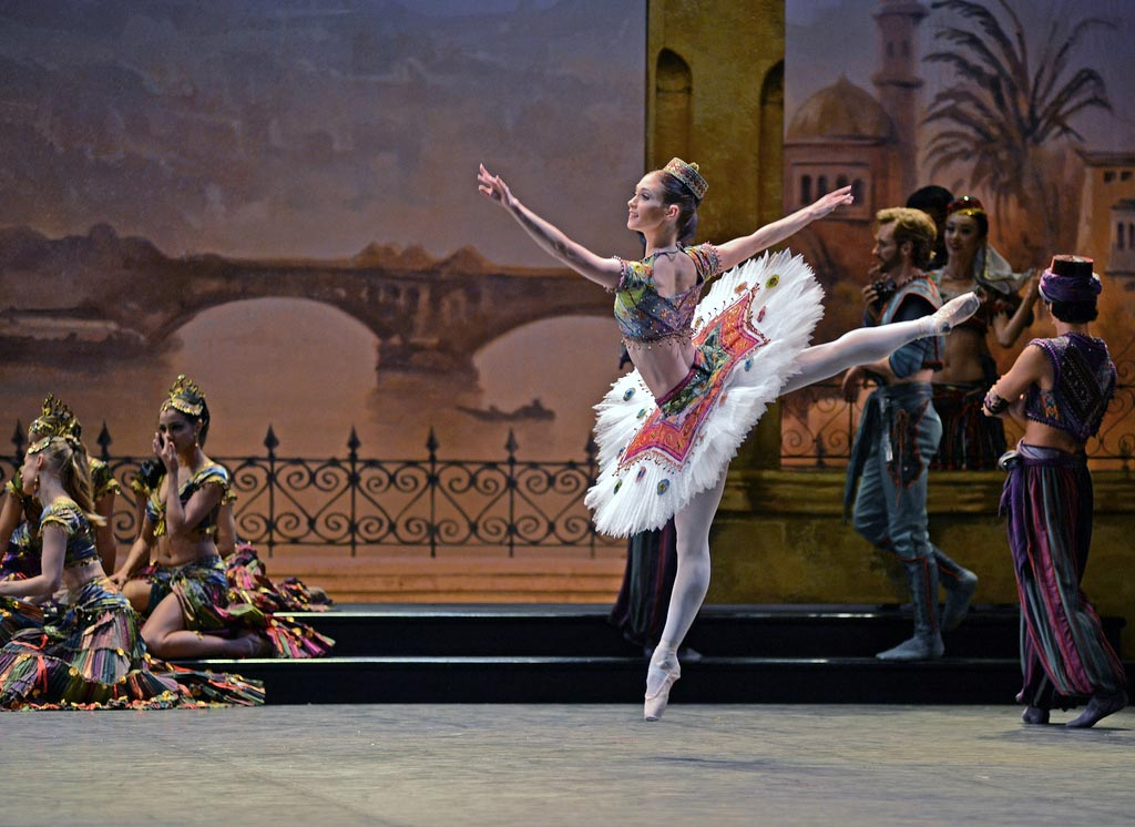 Alison McWhinney as an Odalisque in <I>Le Corsaire</I>.<br />© Dave Morgan. (Click image for larger version)
