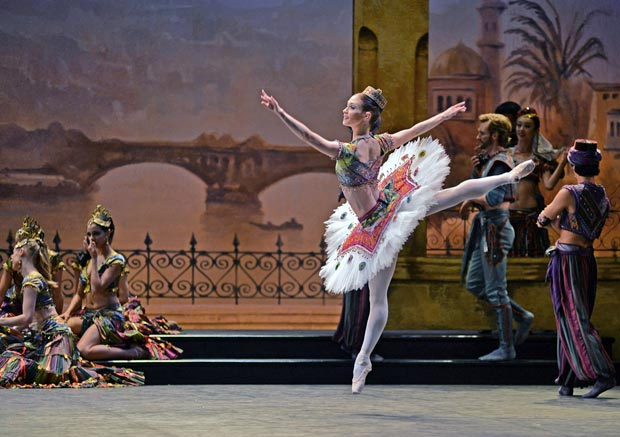 Alison McWhinney as an Odalisque in Le Corsaire.© Dave Morgan. (Click image for larger version)