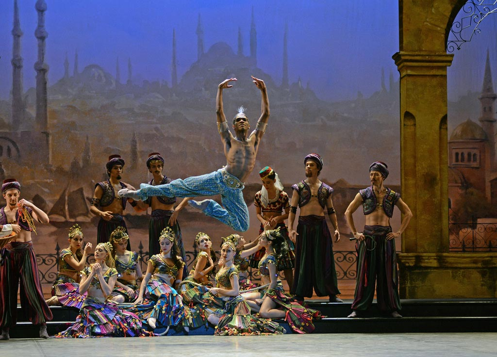 Junor Souza as Ali in <I>Le Corsaire</I>.<br />© Dave Morgan. (Click image for larger version)