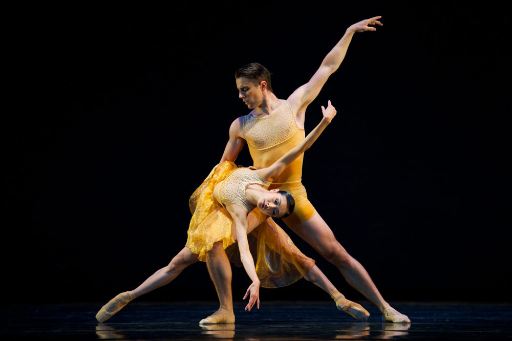 Yuan Yuan Tan and Luke Ingham in Liang's <I>Symphonic Dances</I>.<br />© Erik Tomasson. (Click image for larger version)