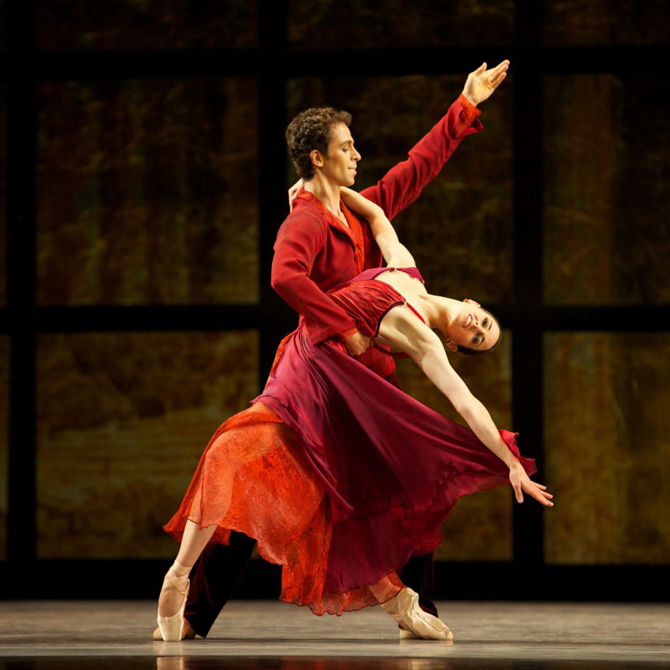 Vanessa Zahorian and Vitor Luiz in Tomasson's Trio.© Erik Tomasson. (Click image for larger version)