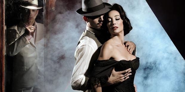 Mora Godoy in <I>Chantecler Tango</I>.<br />© Federico DeBartolo. (Click image for larger version)