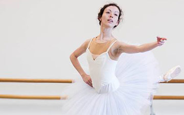 Juliet Burnett in rehearsal for Paquita.© Lynette Wills. (Click image for larger version)