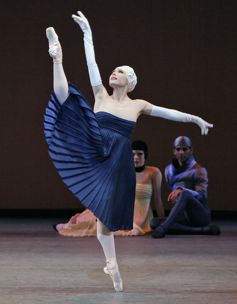 Sara Mearns in <I>Namouna</I>.<br />© Paul Kolnik. (Click image for larger version)