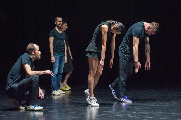 Carlos Garbin, Mark Lorimer, Chrysa Parkinson, Sue Yeon Youn and Sandy Williams in <I>En Atendant</I>.<br />© Stephanie Berger. (Click image for larger version)