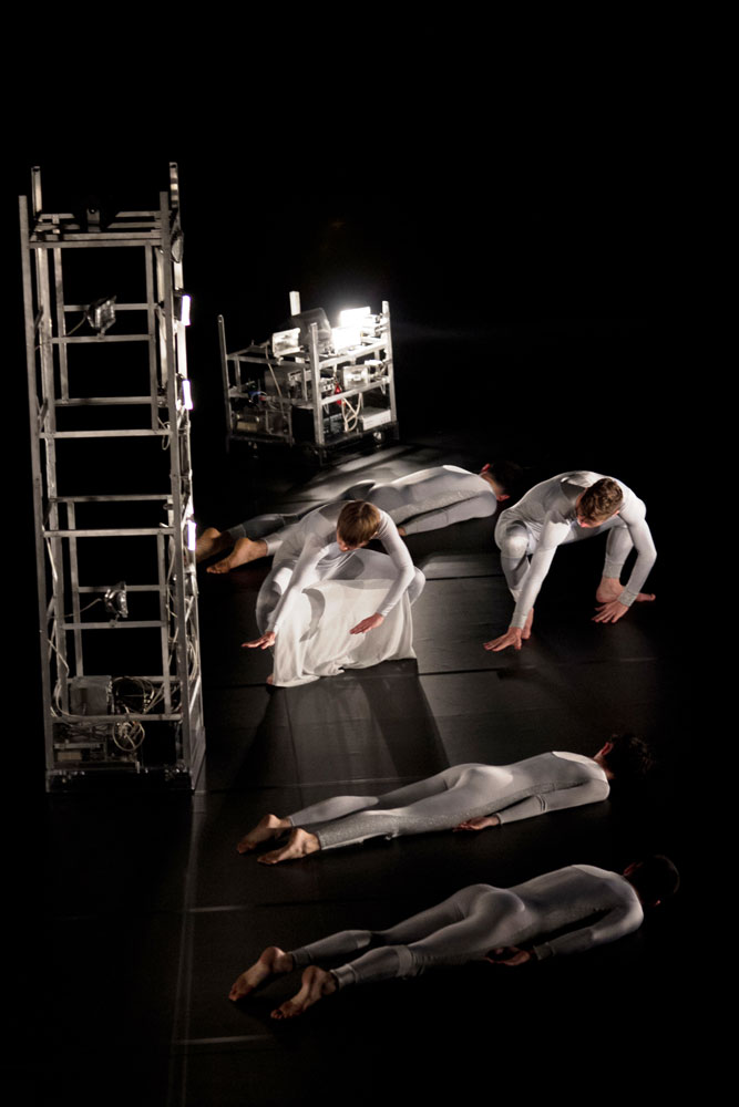 Trisha Brown Dance Company in Astral Convertible.© Samantha Siegel. (Click image for larger version)