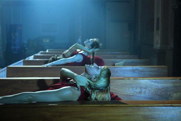 Shobana Jeyasingh Dance in <I>Too Mortal</I>.<br />© Yaron Abulafia. (Click image for larger version)
