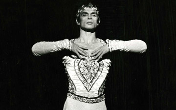 Rudolf Nureyev, La Bayadère, Kingdom of the Shades Act, Palais Garnier, 1974.© André Chino. (Click image for larger version)