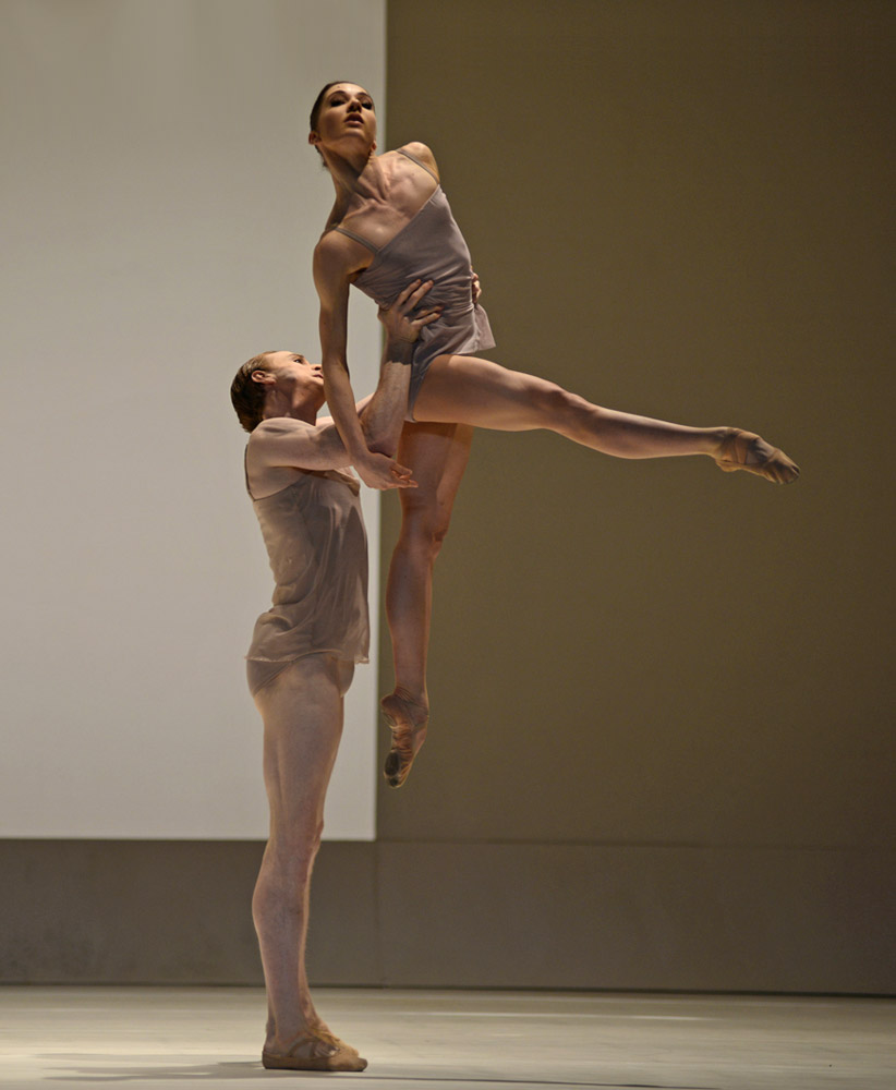 Edward Watson and Melissa Hamilton in Wayne McGregor's <I>Chroma</I>.<br />© Dave Morgan, courtesy the Royal Opera House. (Click image for larger version)
