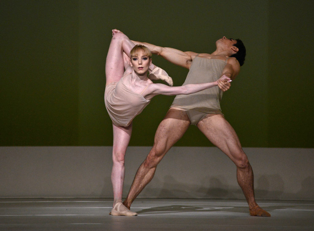 Sarah Lamb and Federico Bonelli in Wayne McGregor's <I>Chroma</I>.<br />© Dave Morgan, courtesy the Royal Opera House. (Click image for larger version)