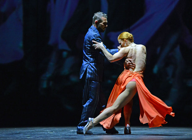 Claudio Gonzales and Melina Brufman in <I>milonga</I>.<br />© Dave Morgan. (Click image for larger version)