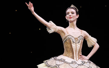 Juliet Burnett in Paquita.© Jeff Busby for Australian Ballet. (Click image for larger version)
