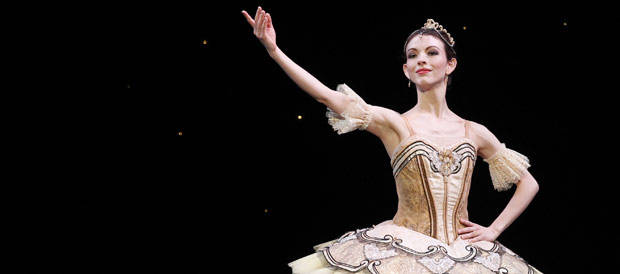 Juliet Burnett in <I>Paquita</I>.<br />© Jeff Busby for Australian Ballet. (Click image for larger version)