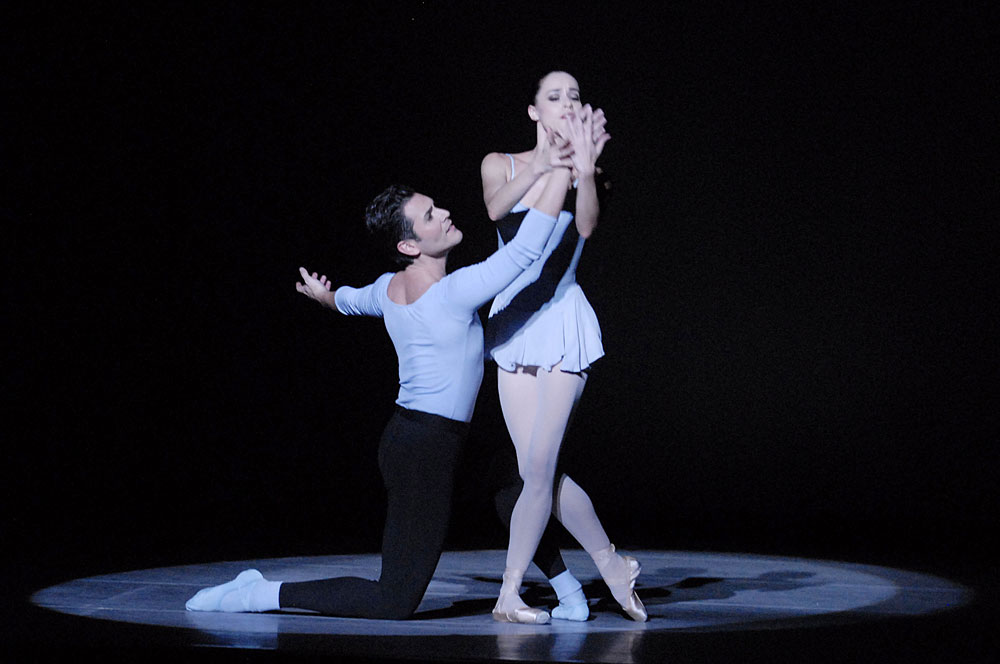 Michael Cook and Natalia Magnicaballi in Duo Concertant.© Linda Spillers. (Click image for larger version)