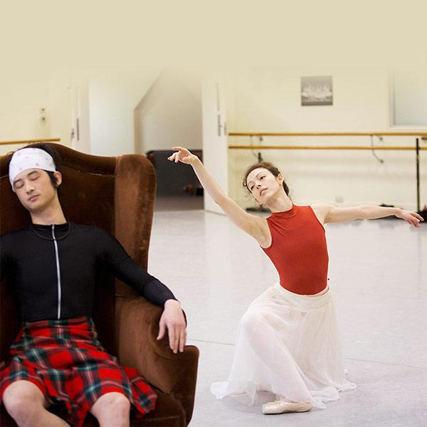 Juliet Burnett and Chengwu Guo rehearsing La Sylphide.© Lynette Wills for Australian Ballet. (Click image for larger version)