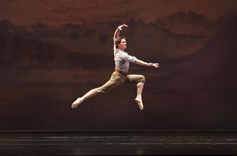 Paul Taylor Dance Company in Perpetual Dawn.© Paul B. Goode. (Click image for larger version)