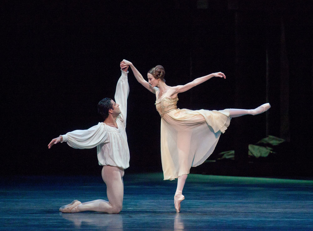 Julie Kent and Marcelo Gomes in <I>Romeo and Juliet</I>.<br />© Rosalie O'Connor, courtesy of BSJ. (Click image for larger version)
