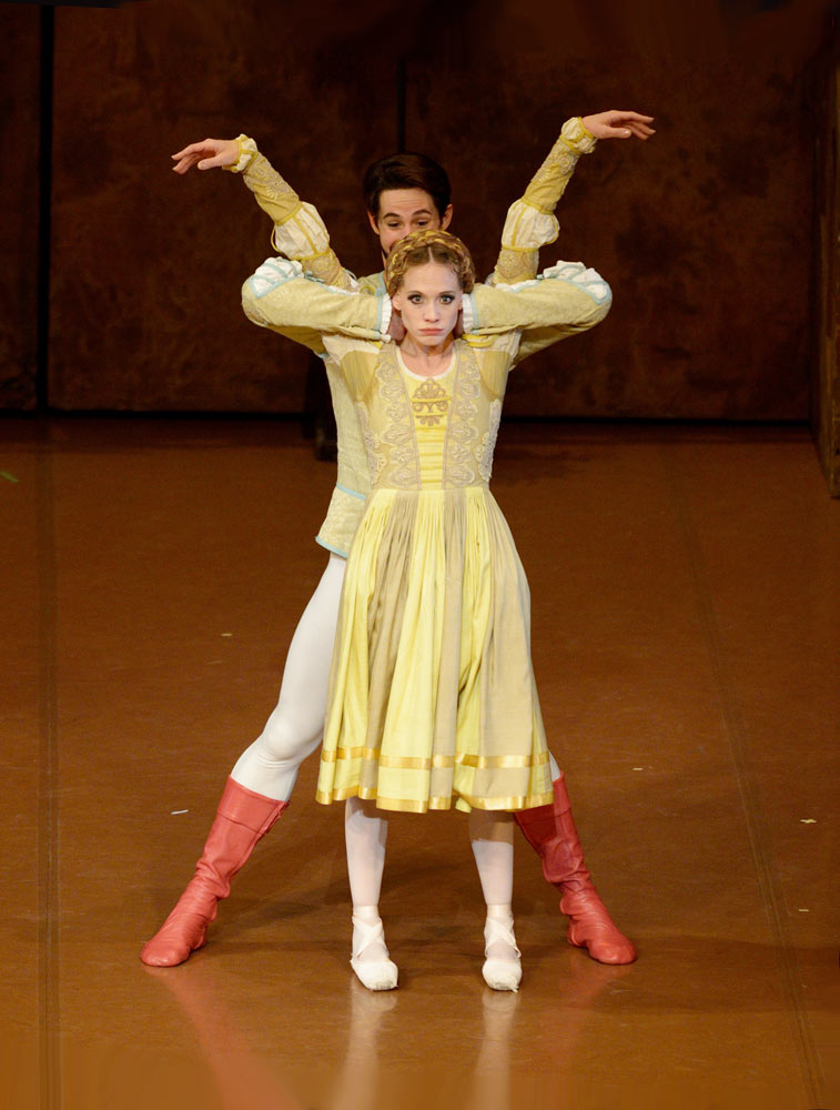 Alicia Amatriain and Alexander Jones in <I>The Taming of the Shrew</I>.<br />© Stuttgart Ballet. (Click image for larger version)