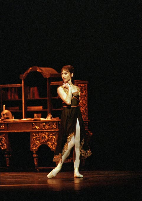 "Leanne Benjamin as Mary Vetsera in <I>Mayerling</I>.<br />© Bill Cooper,  courtesy the Royal Opera House.<br />From the 2008 Balletco Magazine <a href=""http://www.ballet.co.uk/magazines/yr_08/jan08/interview_leanne_benjamin.htm"">interview with Leanne Benjamin</a>."