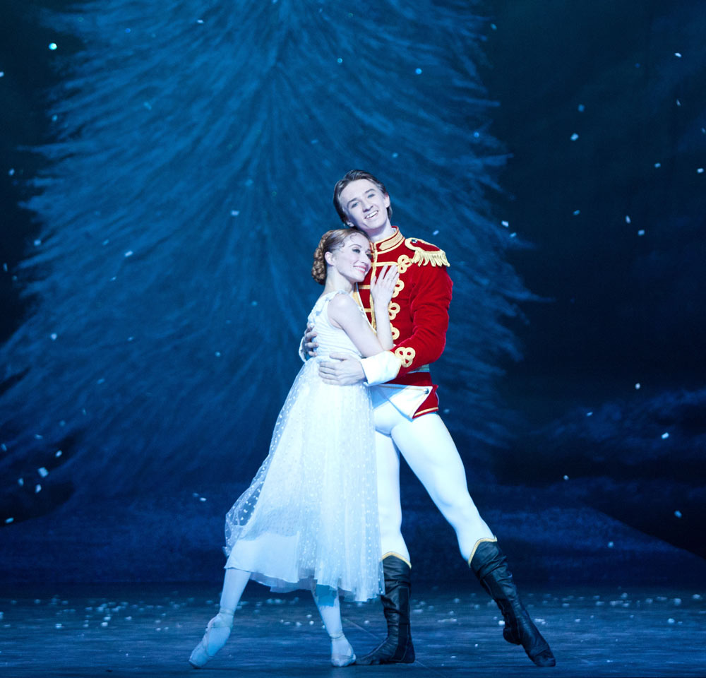Daria Klimentova and Vadim Muntagirov in The Nutcracker.© Caroline Holden. (Click image for larger version)