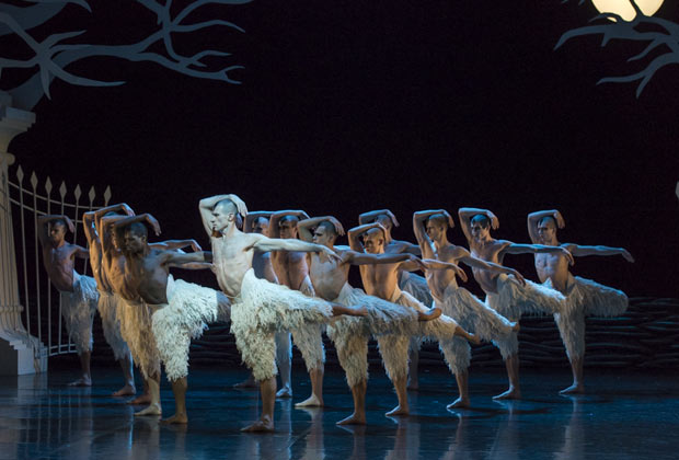 Jonathan Olliver and the company in Matthew Bourne's <I>Swan Lake</I>.<br />© Foteini Christofilopoulou. (Click image for larger version)