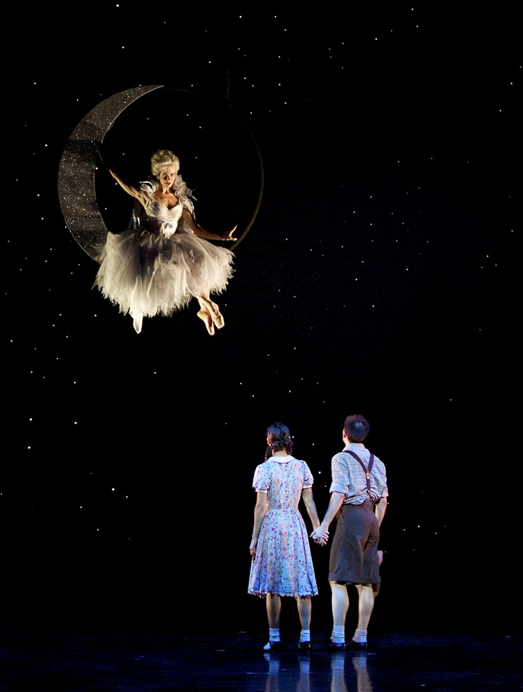 Eve Mutso, Sophie Martin and Constant Vigier in Christopher Hampson's Hansel & Gretel.© Andy Ross. (Click image for larger version)