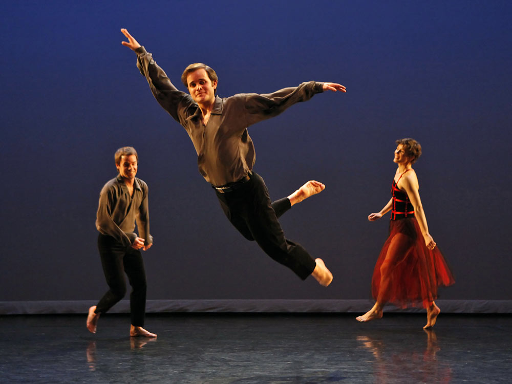 Mark Morris Dance Group in The Muir.© Richard Termine. (Click image for larger version)