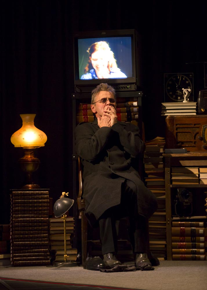 Mikhail Baryshnikov in <I>Man in a Case</I>.<br />© T. Charles Erickson. (Click image for larger version)