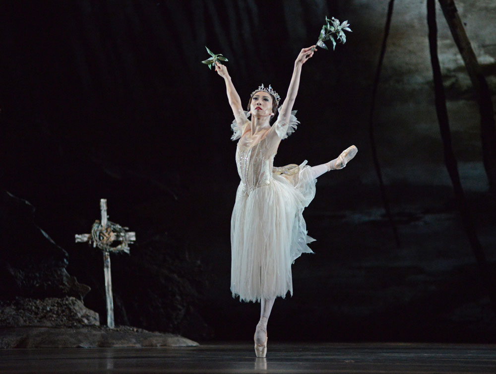 Hikaru Kobayashi (Myrtha, Queen of the Wilis) in Giselle.© Dave Morgan, courtesy the Royal Opera House. (Click image for larger version)