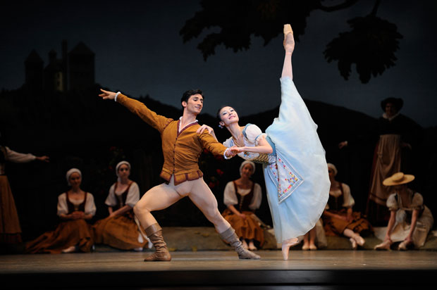 Yuan Yuan Tan and Davit Karapetyan in Tomason's <I>Giselle</I>.<br />© Erik Tomasson. (Click image for larger version)