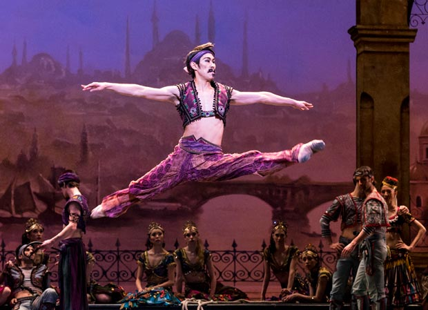 Ken Saruhashi as Lankendem in <I>Le Corsaire</I>.<br />© Foteini Christofilopoulou. (Click image for larger version)
