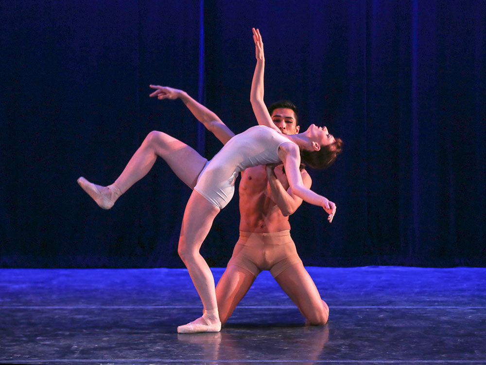 Amanda Treiber & Choong Hoon Lee in Marco Pelle's <I>Libera!</I>.<br />© Richard Termine. (Click image for larger version)