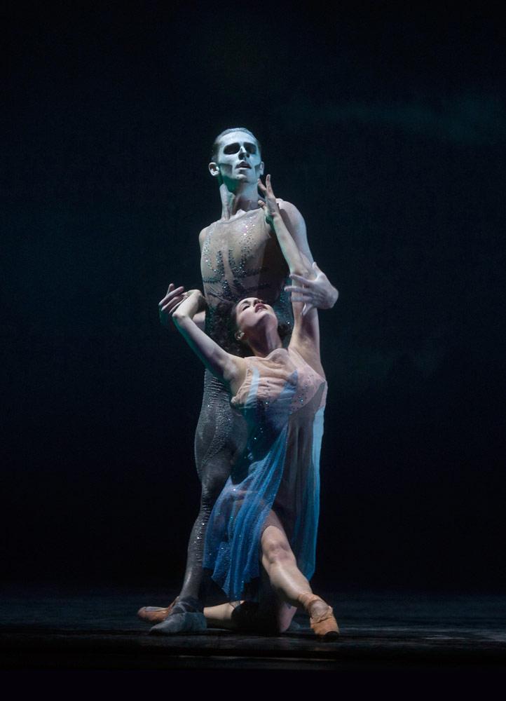 Alexandra Lo Sardo as Teresina and Benjamin Buza as Golfo in Act 2 of <I>Napoli</I>.<br />© Costin Radu. (Click image for larger version)
