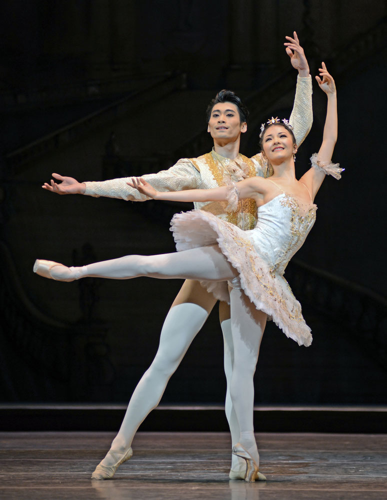 Yuhui Choe and Ryoichi Hirano in The Sleeping Beauty.© Dave Morgan, courtesy the Royal Opera House. (Click image for larger version)