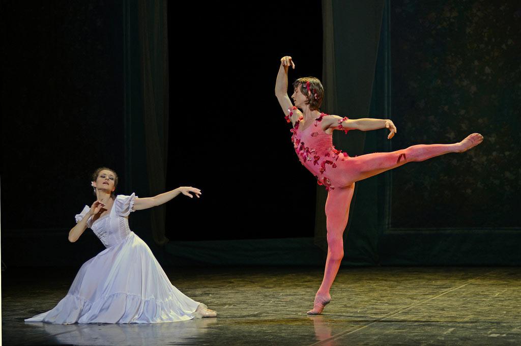 Elena Glurdjidze and Vadim Muntagirov in <I>Le Spectre de la rose</I>.<br />© Dave Morgan. (Click image for larger version)