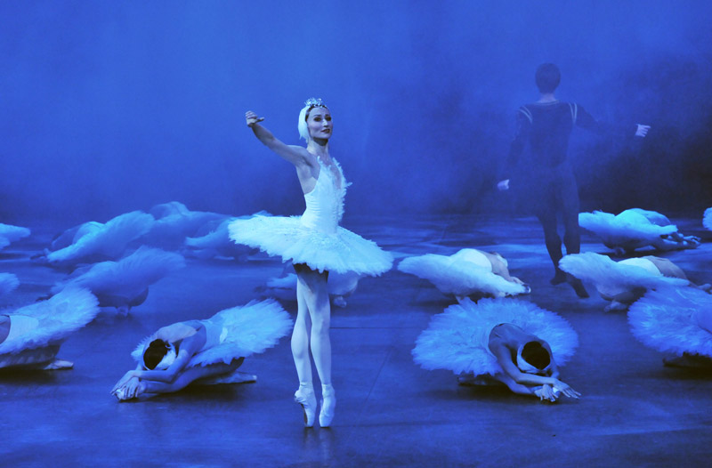 Daria Klimentova in <I>Swan Lake</I>.<br />© Dave Morgan. (Click image for larger version)