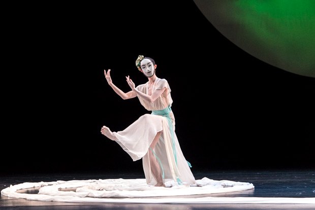 Huang Mei-ya in <I>Nine Songs</I>.<br />© Foteini Christofilopoulou. (Click image for larger version)