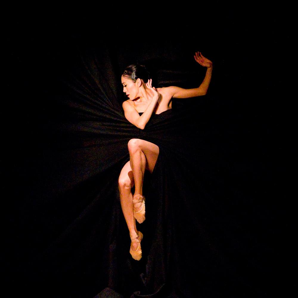 Rie Ichikawa in Jiri Kylian's Bella Figura.© Gene Schiavone. (Click image for larger version)