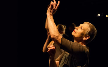 Sara Kestelman in Ignis.© Jane Hobson. (Click image for larger version)