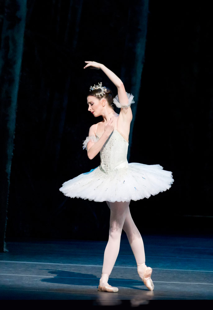 Lauren Cuthbertson in The Sleeping Beauty.© ROH / Johan Persson. (Click image for larger version)