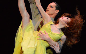 Maki Onuki and Luis R. Torres in Bird's Nest.© Paul Wegner. (Click image for larger version)