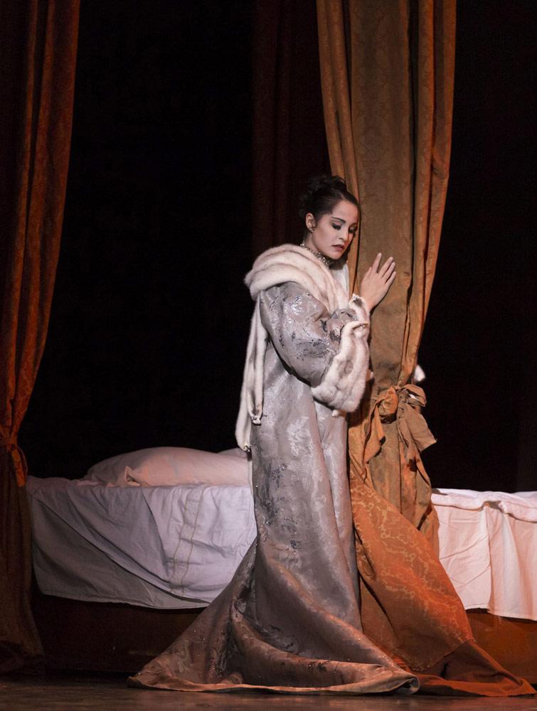 Alexandra Lo Sardo in <I>Manon</I>.<br />© Costin Radu. (Click image for larger version)