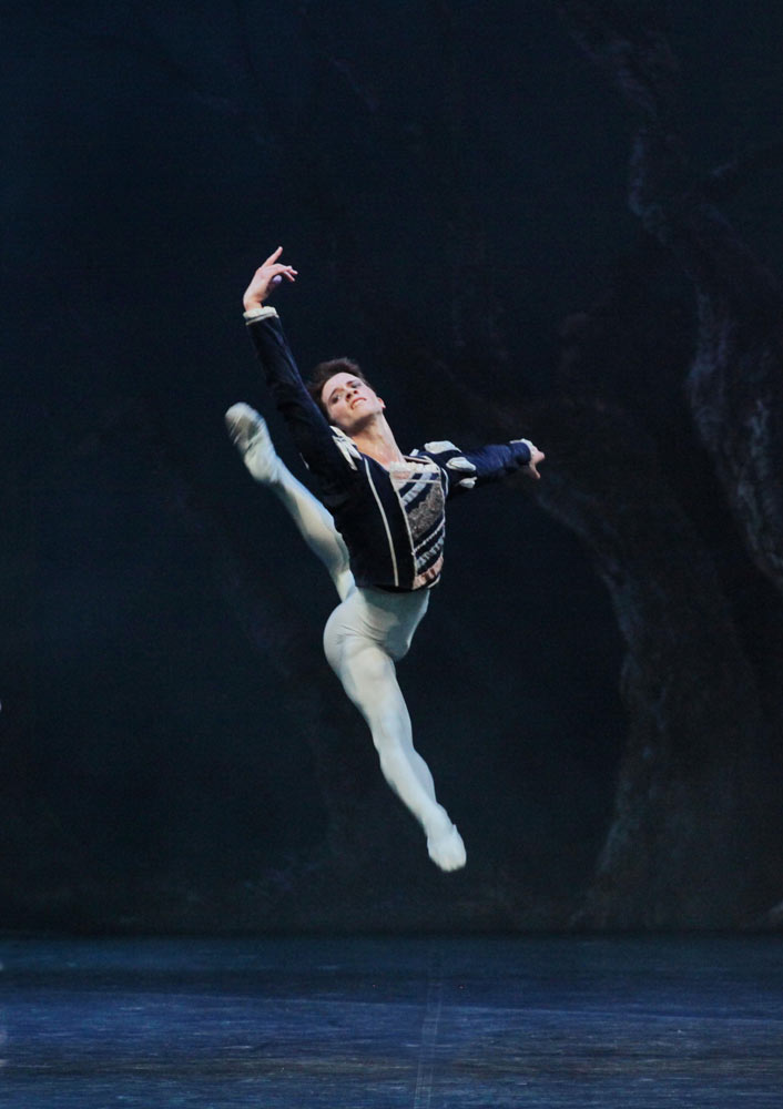 Claudio Coviello in <I>Giselle</I>.<br />© Marco Brescia and Rudy Amisano, Teatro alla Scala. (Click image for larger version)