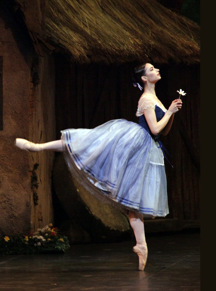 Lusymay Di Stefano in <I>Giselle</I>.<br />© Marco Brescia and Rudy Amisano, Teatro alla Scala. (Click image for larger version)
