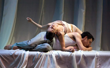 Erik Cavallari and Sophie Martin in Romeo and Juliet.© Andy Ross. (Click image for larger version)