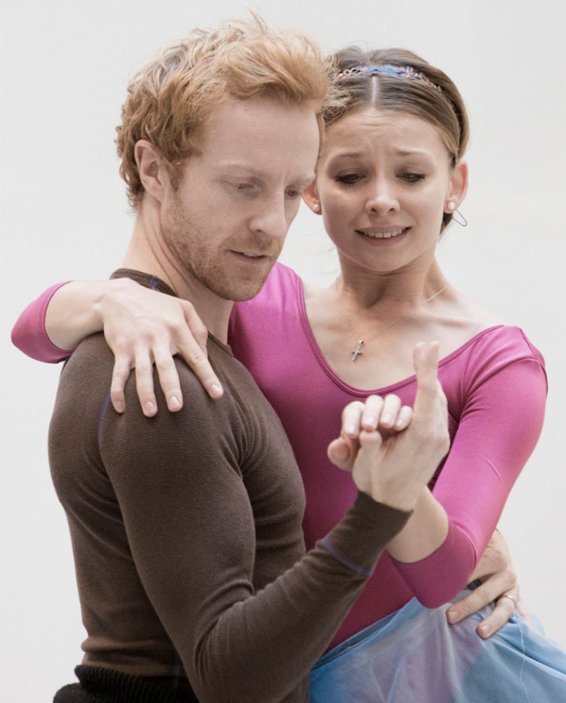 Steven McRae and Alina Cojocaru in the studio.<br />© Andrej Uspenski, courtesy the Royal Opera House. (Click image for larger version)