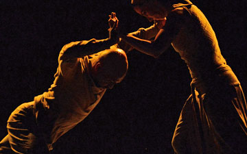 Akram Khan and Tamara Rojo in Dust.© Dave Morgan. (Click image for larger version)